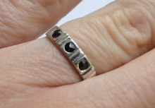 prsten s českými granátky